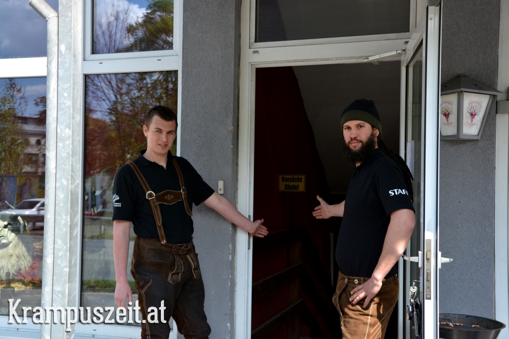 Bild: Krampuszeit.at - Johann Prohaska und Christoph Rieser begrüßen die Gäste